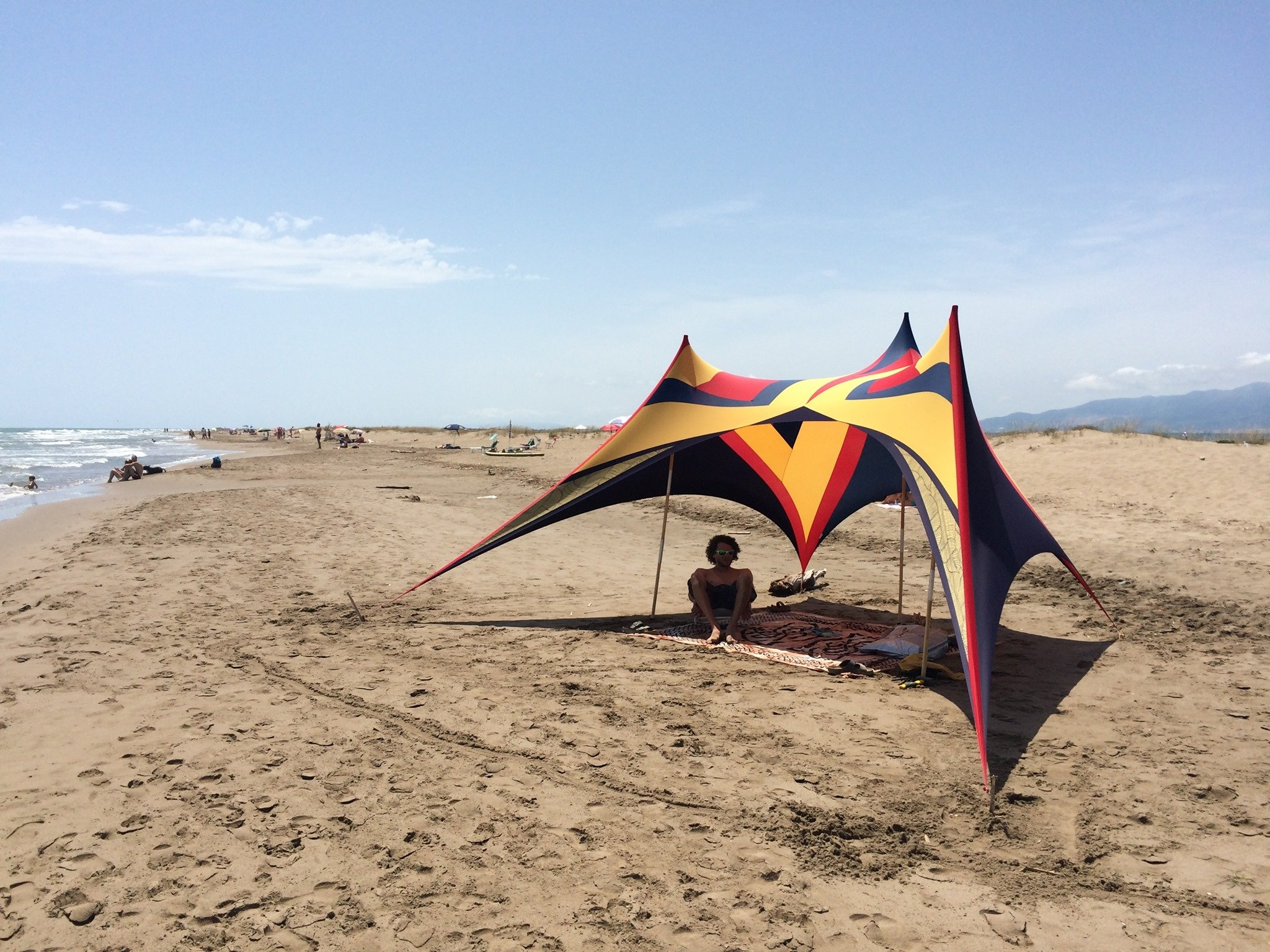 Stretch beach tents